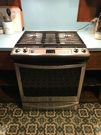 Kenmore 5.8 cu.ft. freestanding gas range with convection oven – stainless steel (model 75123, purchased in 2017)