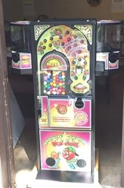 SLAMMIN' JAMMIN' OSCAR JR.  Fabulous Candy & Pinball Game Vending Machine.  It's Clean and ready to be used!  What a great fundraising piece of equipment.  25 Cents in three slots... You'll be ready to take this change to the bank!!!