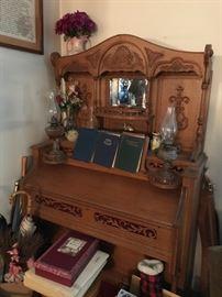 Beautiful vintage organ