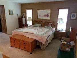 Thomasville Bedroom Furniture