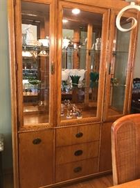 Stanley Furniture - Dining room table w/2 leaves and 6 chairs - 2 arm chairs and 4 side chairs - Matching lighted China Cabinet and bar/server