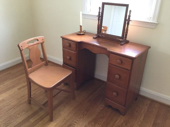 Vanity with Mirror and Chair       http://www.ctonlineauctions.com/detail.asp?id=736271