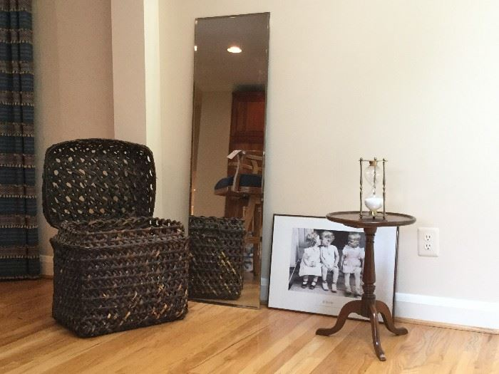 Home Decor Assortment            http://www.ctonlineauctions.com/detail.asp?id=736275