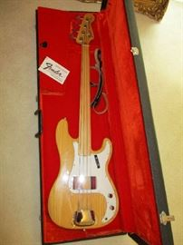 FENDER PRECISION BASS WITH CASE
