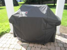 VERY NICE WEBER GRILL WITH COVER
