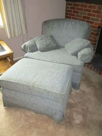 OVERSIZED CHAIR W/OTTOMAN