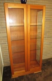 Matching vintage glass front & shelves curio cabinet  (excellent condition)