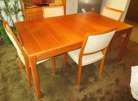 Vintage Table & 6 chairs (excellent condition)
