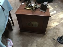 Rear view spool cabinet
