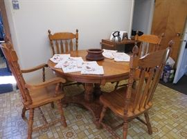 Great Pedestal table with 4 matching St. John's chairs, and two slightly smaller ones, plus two leaves