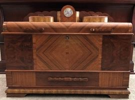 Vintage Trunk w Built-in Clock