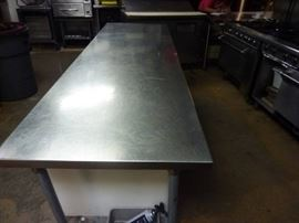 Stainless steel prep table w/shelf