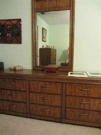 Thomasville Bedroom Set Dresser
