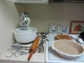 Vintage Sunbeam Mixmaster, Pampered Chef, more
