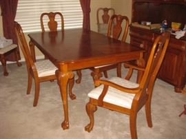 Amish Claw foot oak dining table, leaf and 6 chairs