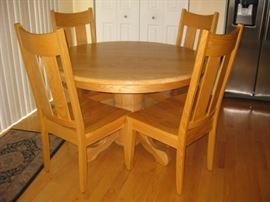 Amish round pedestal table and 4 chairs