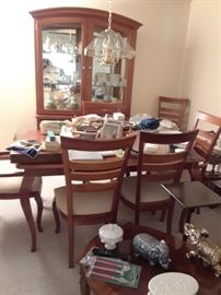 DR Table set & matching china hutch