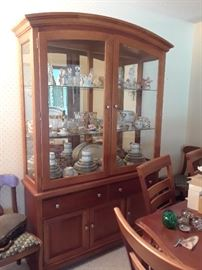 Fantastic mirrored back China Hutch/Display Cabinet