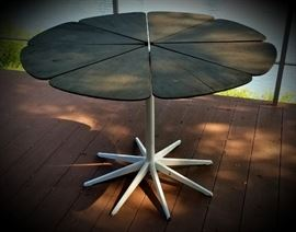 Vintage KNOLL PETAL TABLE