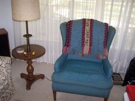 BLUE WING CHAIR & TRAY-TABLE LAMP
