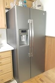 Like new Side by side refrigerator