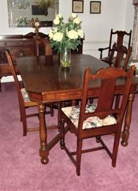 A TRUE TIMELESS TREASURE - 1940'S DINING TABLE WITH 6 CHAIRS - EXCELLENT CONDITION!