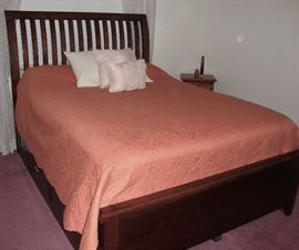 VERA WANG PILLOW TOP MATTRESS and BEDDING IS INCLUDED WITH THIS BEAUTIFUL QUEEN SIZE PLATFORM BED.