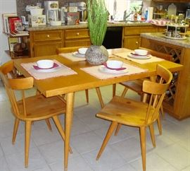 """PAUL McCOBB PLANNER GROUP WINCHENDON EXPANDABLE TABLE WITH CHAIRS. MADE OF SOLID MAPLE """"SWEET MID-CENTURY"""" !"""
