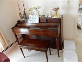 Wurlitzer Piano (closed)