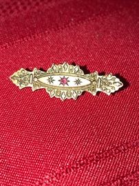 VICTORIAN 9CT GOLD RUBY BROOCH