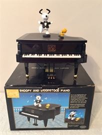 Snoopy and Woodstock dance and play piano