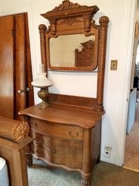 Matching dressers with mirrors