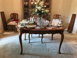 Dining table (has leaves) and chairs,