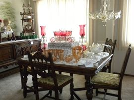 VINTAGE GLASSWARE AND BERKEY & GAY DINING SET