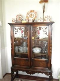BEAUTIFUL BERKEY AND GAY CURIO CABINET