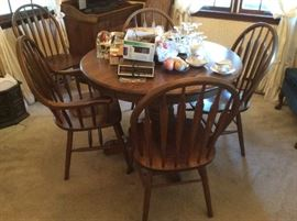 solid oak dinette set with round oak table + 6 chairs+ 2 leaves