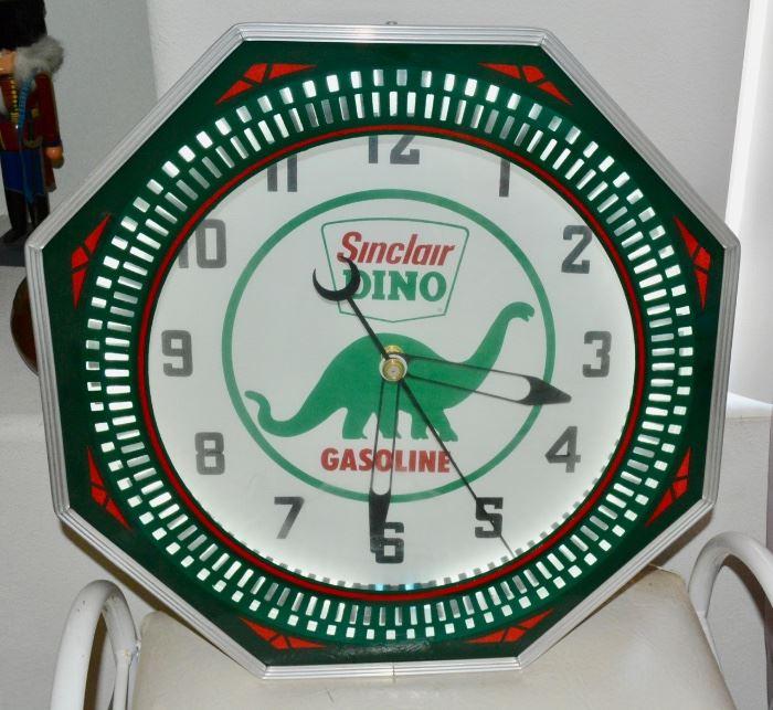 Sinclair DINO Gasoline Sign / Clock
