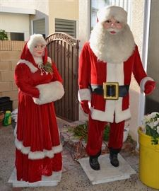 Mechanical Santa and Mrs Clause