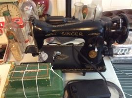 ANTIQUE SINGER SEWING MACHINE WITH ALL ATTACHMENTS