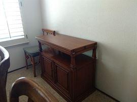 Furniture drop leaf table
