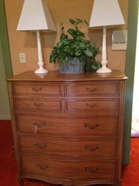 Chest of drawers; matching white lamps