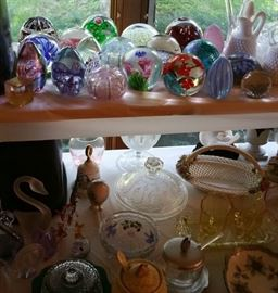 Paperweights including several tagged Murano pieces, Glass Eye Studios, Adam Jablonski, Jodi Bove