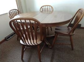 Oak dining set- 4 chairs, 2 leaves for table