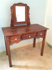 Wood Vanity http://www.ctonlineauctions.com/detail.asp?id=737008