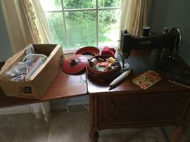 Vintage White Rotary Electric Sewing Machine, Cabinet    http://www.ctonlineauctions.com/detail.asp?id=737646
