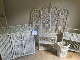 White Wicker Bedroom Assortment      http://www.ctonlineauctions.com/detail.asp?id=737656