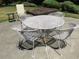 WoodardPatio Table with 4 Chairs