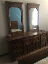 (Bedroom set)Double mirror dresser