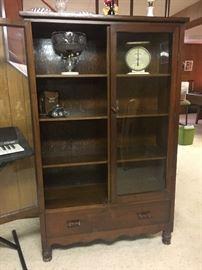 Vintage Solid Wood Curio Cabinet (circa 1920s)!
