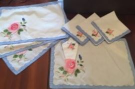 PLACEMATS & NAPKINS (8 PC)